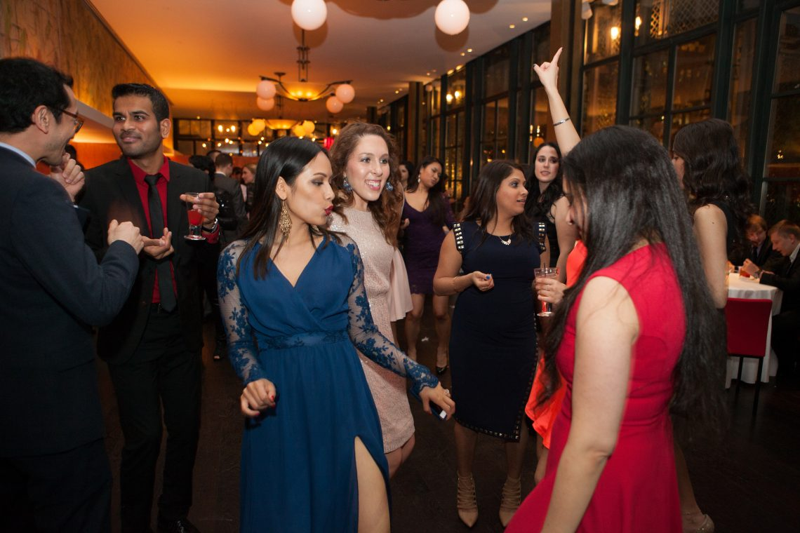studnets dance at the Eyeball 2016 party